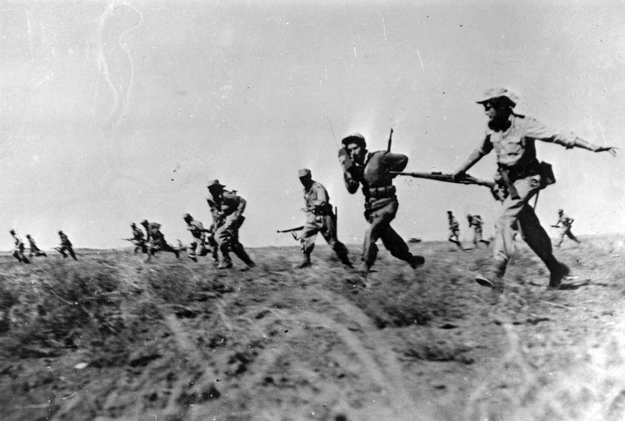 Israeli infantry making a full assault on Egyptian forces in the Negev area of Israel during the War of Independence. (Photo by Keystone/Getty Images)