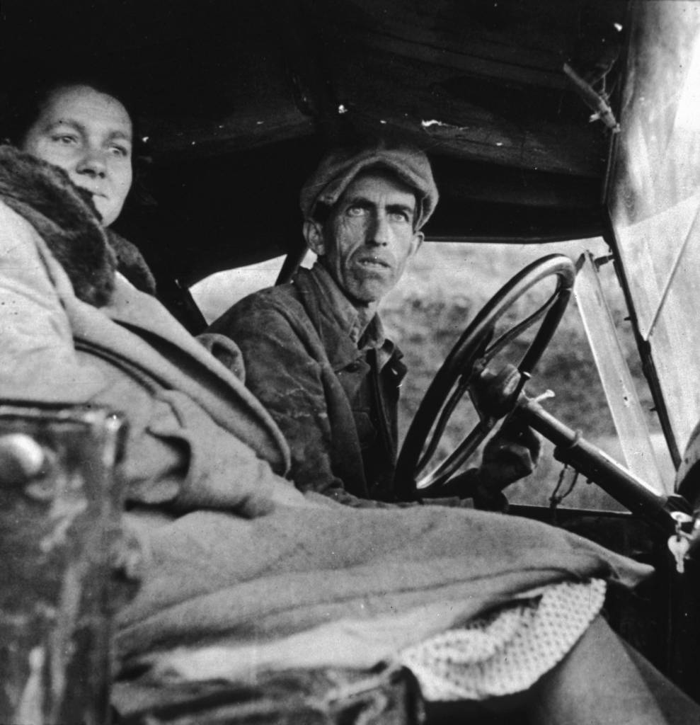 A former Missouri farmer and his wife, now working as farm labourers, in California. (Photo by Dorothea Lange/Getty Images)