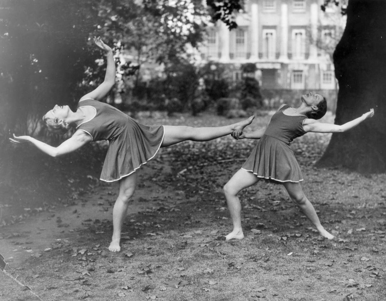 4th October 1937: Two of the international physical culture expert Madame Lauri Alwyn's teachers rehearsing for a keep fit demonstration. (Photo by London Express/Getty Images)