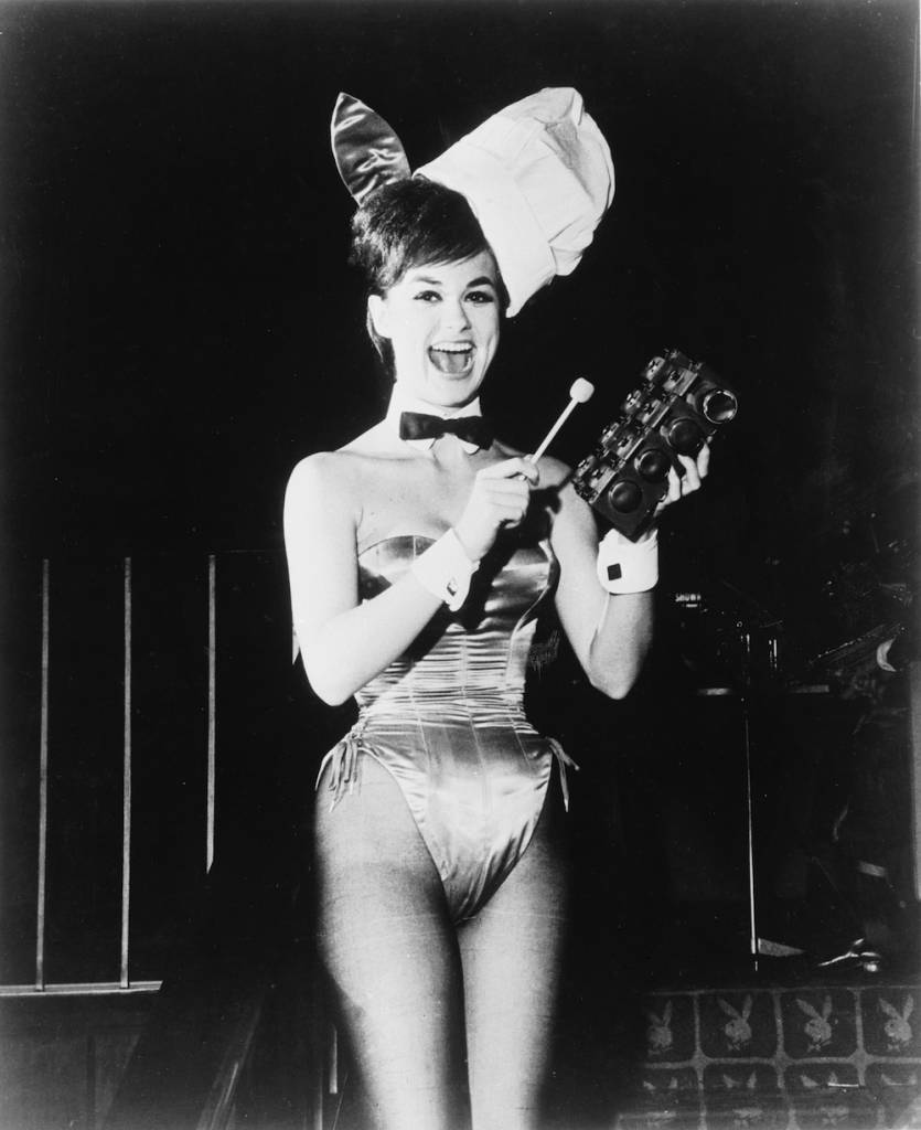 1962: Glamorous 'Bunny Girl' Wanda rings a gong for breakfast at Hugh Hefner's 'Playboy Club'. (Photo by Keystone Features/Getty Images)