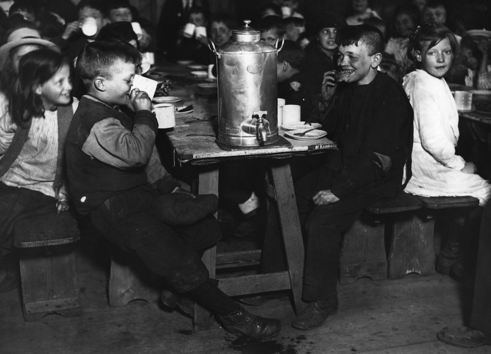 circa 1921: Children at lunch in a canteen in Epping Forest. (Photo by Topical Press Agency/Getty Images)