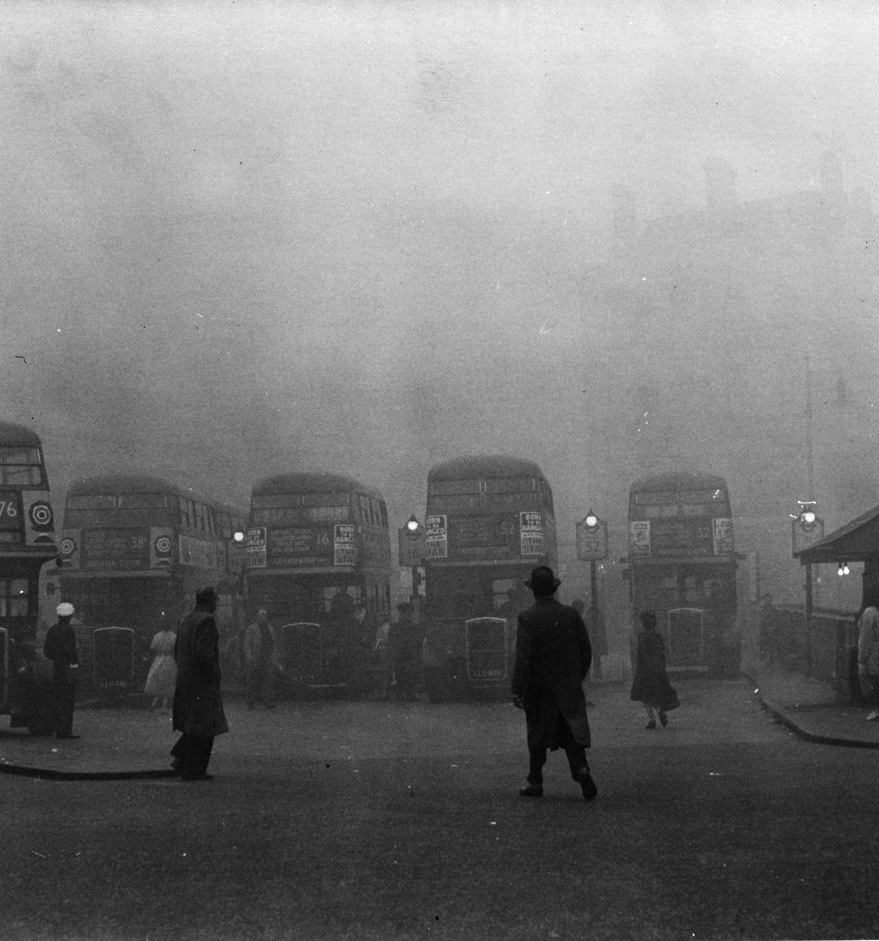 2nd October 1960: An autumn mist falls on Victoria Bus Station in London. (Photo by Fox Photos/Getty Images)