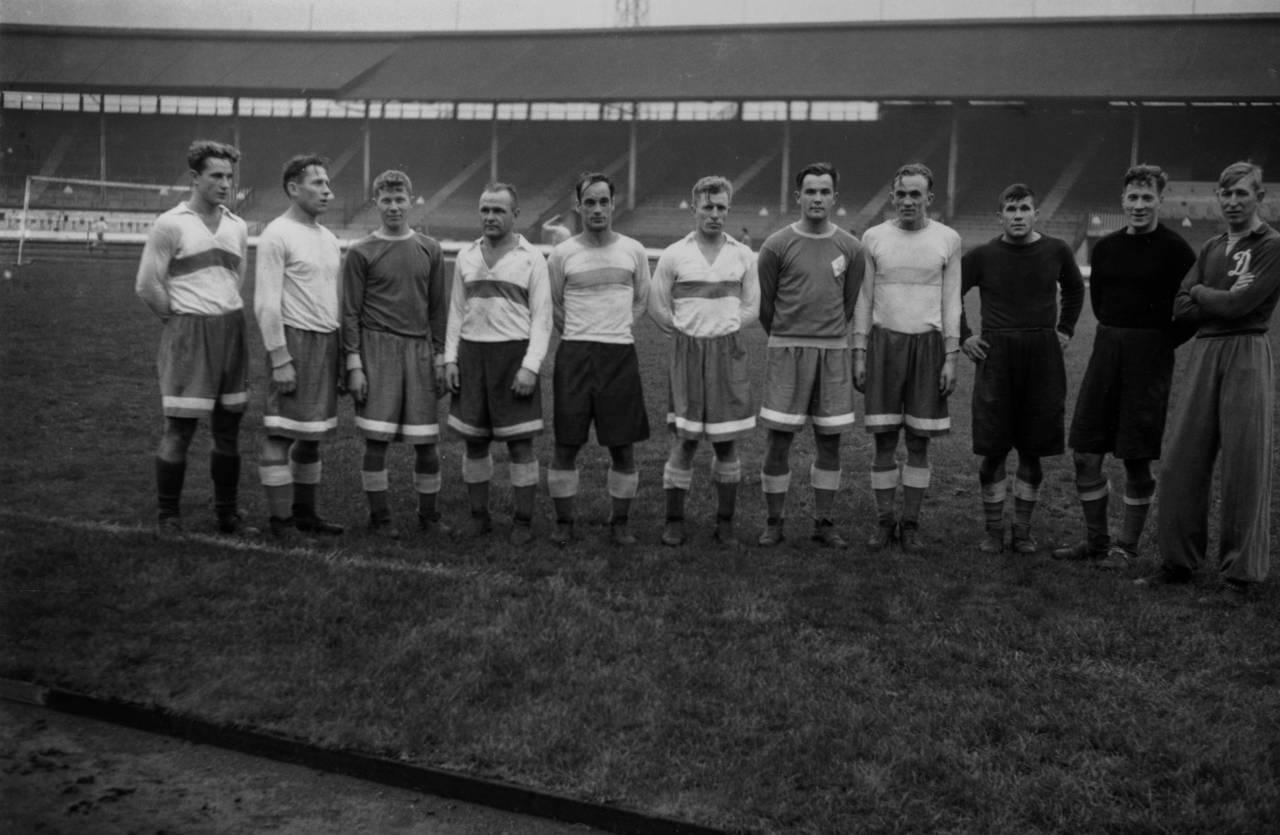 12th November 1945: Members of the Dynamo Moscow team before the game against Chelsea at Stamford Bridge, (left to right), Savounin, Nazaroff, Demendieff, Ilyin, Oroeshkin, Bekhtineff, Petroff, Archangelsky, Khomych, Mevedeff and their trainer Yakushin. (Photo by Keystone/Getty Images)