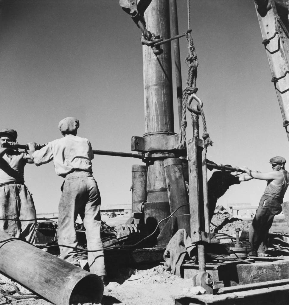 A group of men drilling for water at the Mefalsim kibbutz in the Northern Negev region, Israel, circa 1950. The kibbutz was founded by Jewish immigrants from South America. (Photo by George Pickow/Three Lions/Hulton Archive/Getty Images)
