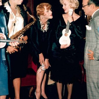 All Dressed Up: Beautiful Color Photos From Behind The Scenes of Some Like It Hot