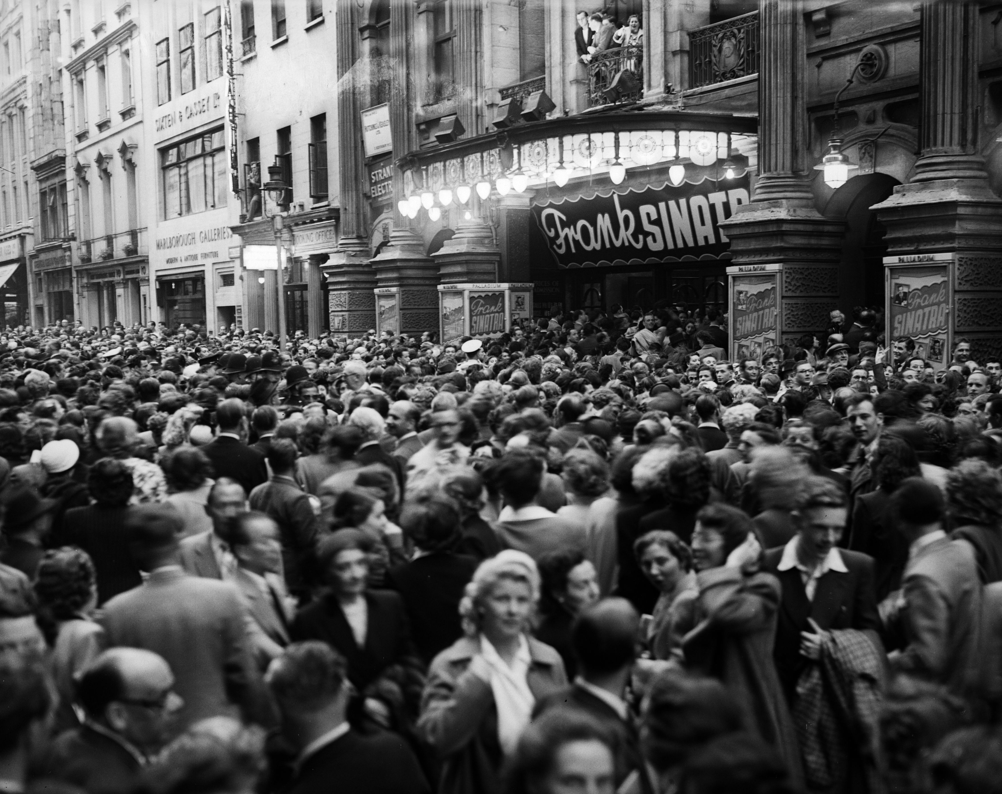 11th July 1950: Crowds waiting outside the Palladium, London, hoping to catch a glimpse of Frank Sinatra who is performing there. (Photo by Stroud/Express/Getty Images)