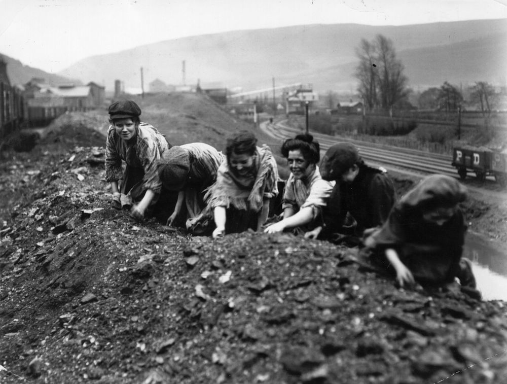 Women and children scavenging for coal from slag heaps near closed mines during the coal strike. (Photo by Topical Press Agency/Getty Images)