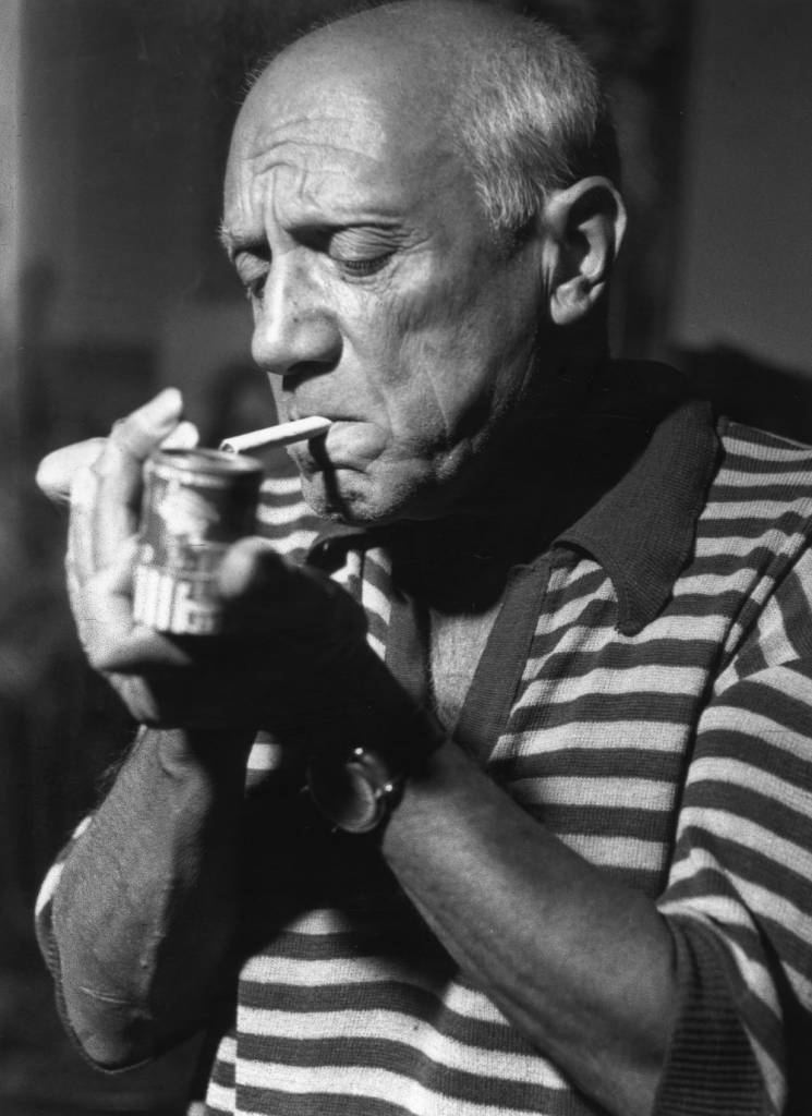 Spanish artist Pablo Picasso (1881 - 1973) lighting a cigarette. (Photo by George Stroud/Getty Images)