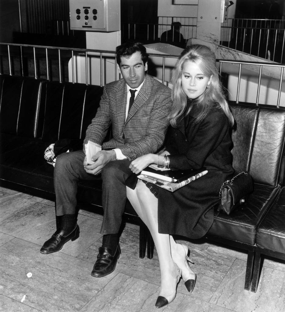 13th October 1965: American actress Jane Fonda with her husband, French film director Roger Vadim (1928 - 2000), at London Airport. (Photo by Evening Standard/Getty Images)