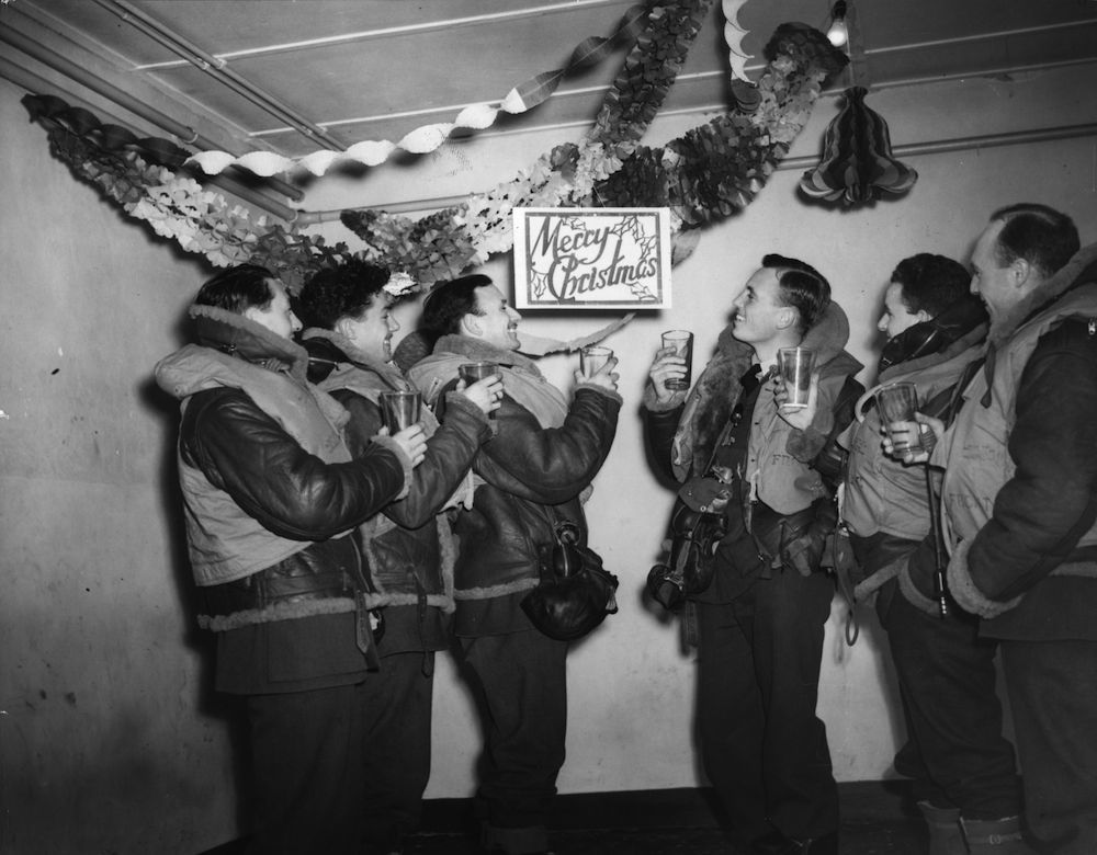 26th December 1940: British Royal Air Force bomber crews celebrating Christmas. (Photo by Arthur Tanner/Fox Photos/Getty Images)