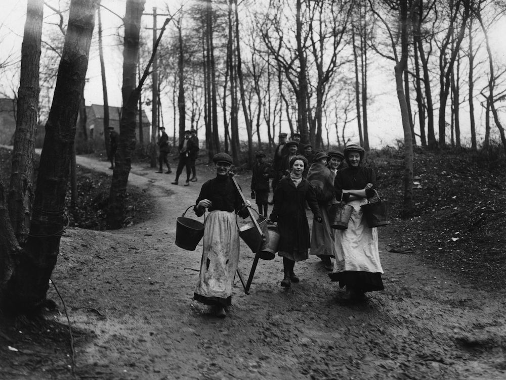 19th February 1912: Women in Wigan setting out to look for coal, during the coal strike crisis. (Photo by Topical Press Agency/Getty Images)