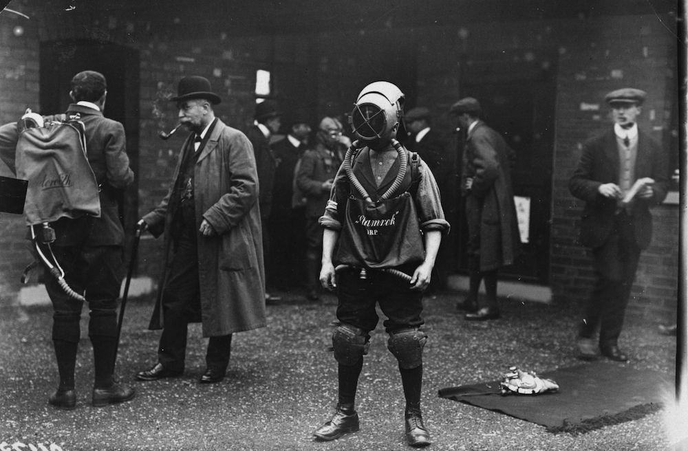 October 1908: A man demonstrating Shamrock safety gear for the coal mining industry. (Photo by Topical Press Agency/Getty Images)