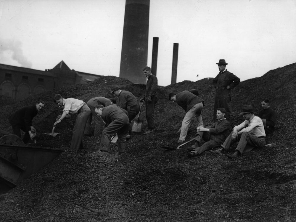 8th May 1926: Sailors and students working at Neasden Power Station during the General Strike. (Photo by H. F. Davis/Topical Press Agency/Getty Images)