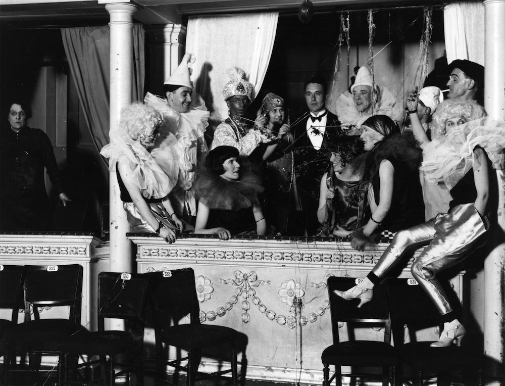 1926: Guests at the Chelsea Arts Ball, London, having a fancy dress party in their box. (Photo by Topical Press Agency/Getty Images)