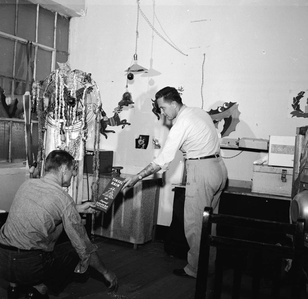 circa 1955: Prisoners at the Iowa State Penitentiary in Fort Madison, with Christmas decorations in their cell. (Photo by Vandermyn/Three Lions/Getty Images)