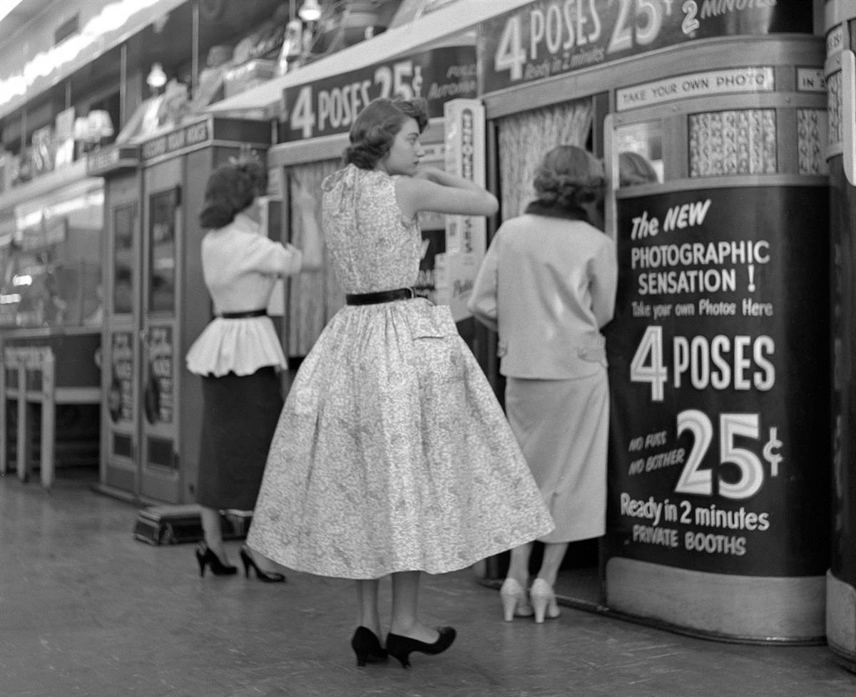 Manhattan photo booths in April 1954.