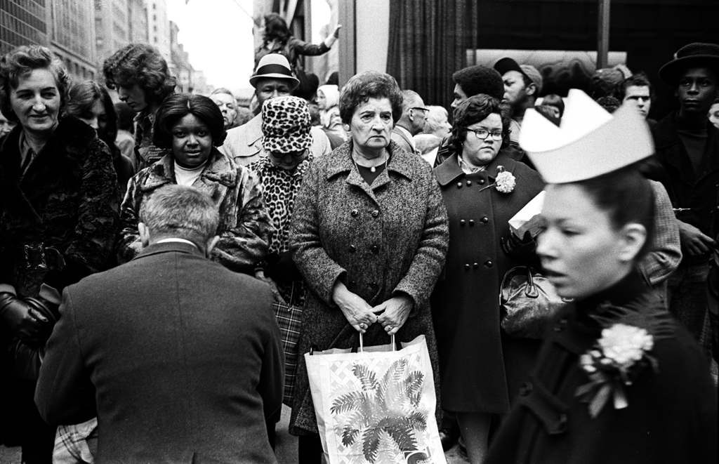 Tony Marciante NYC 1974 old lady with bag