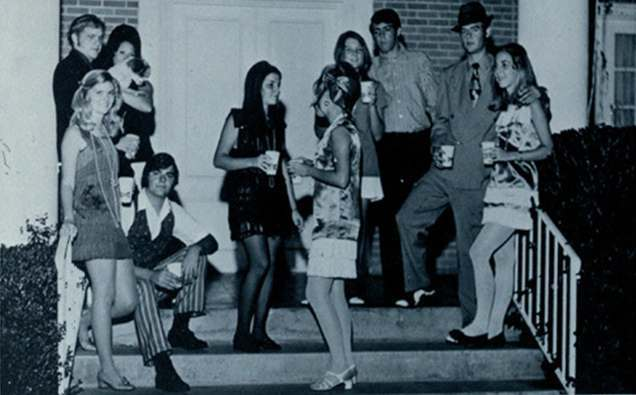 New Country Mini >> Miniskirts And Stairs: 1960s Women In Peril - Flashbak