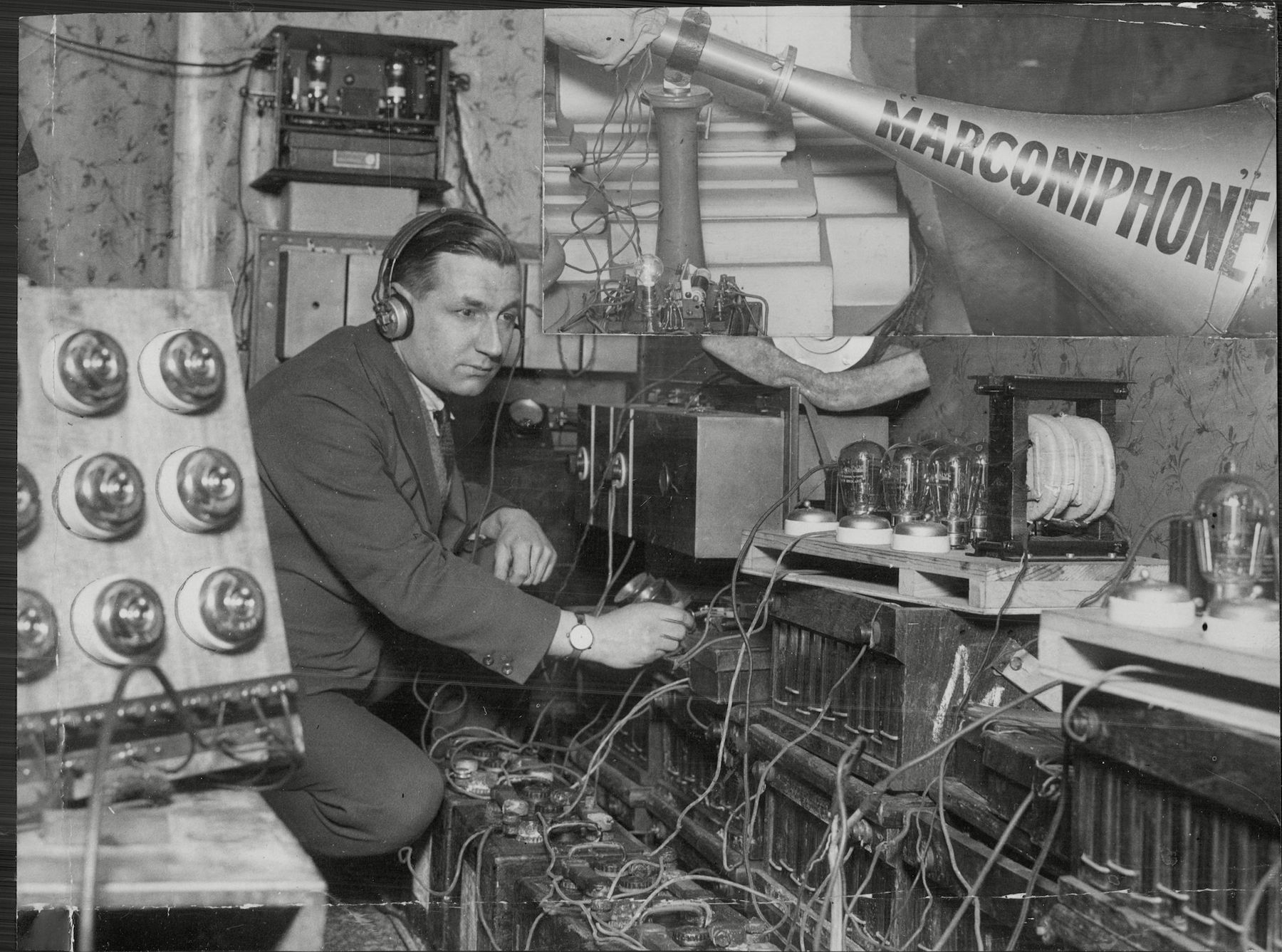 The Daily Mail Marconiphone Loud Speakers Being Used At The Chelsea Arts Ball At The Albert Hall - 1925 - Radio Wireless.