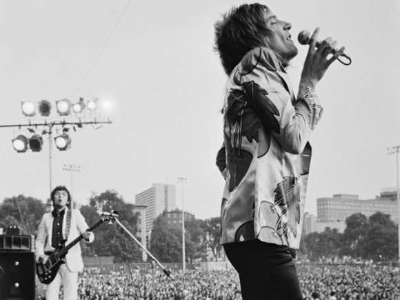 Rod Stewart performing with The Faces in Alkasura cherry-print satin jacket, 1972. Photographer: unknown.//