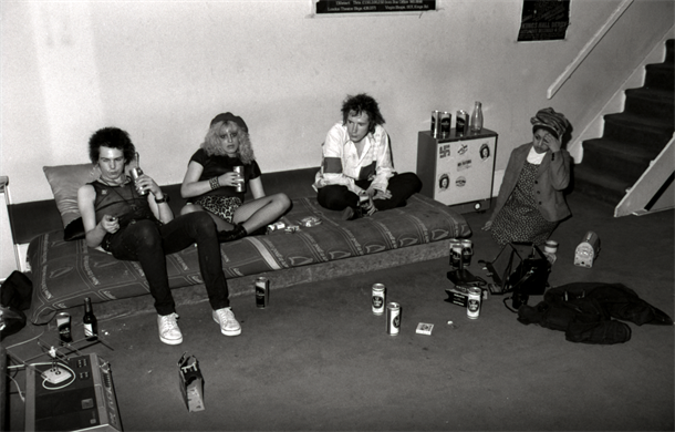 Rare Photos of Nancy And Sid Vicious At Johnny Rotten's House In 1978