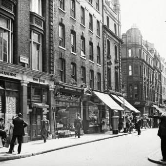 Fascinating Photos of Soho in the 1950s
