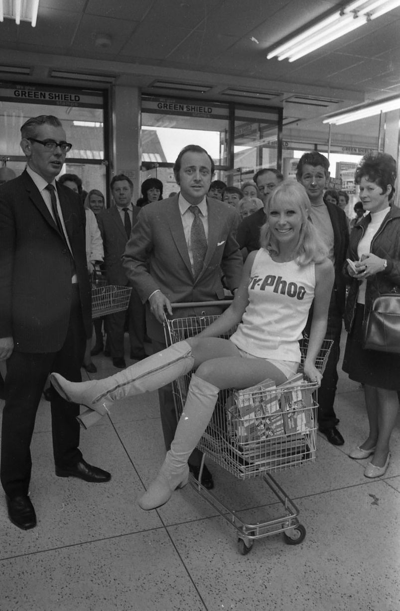 David Jacobs opens Reading Tesco 1971