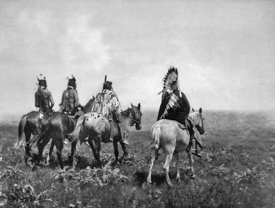 Edward S. Curtis - Chief and his Staff, Apsaroke