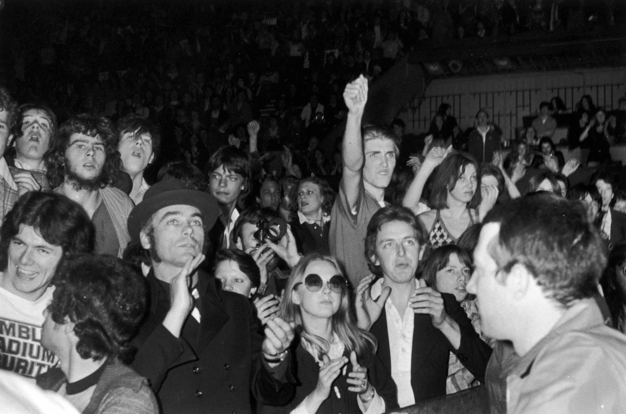 The audience at the Empire Pool, Wembley, London, during a performance by David Bowie on his 'Station To Station' tour, 4th May 1976. (Photo by Evening Standard/Hulton Archive/Getty Images)