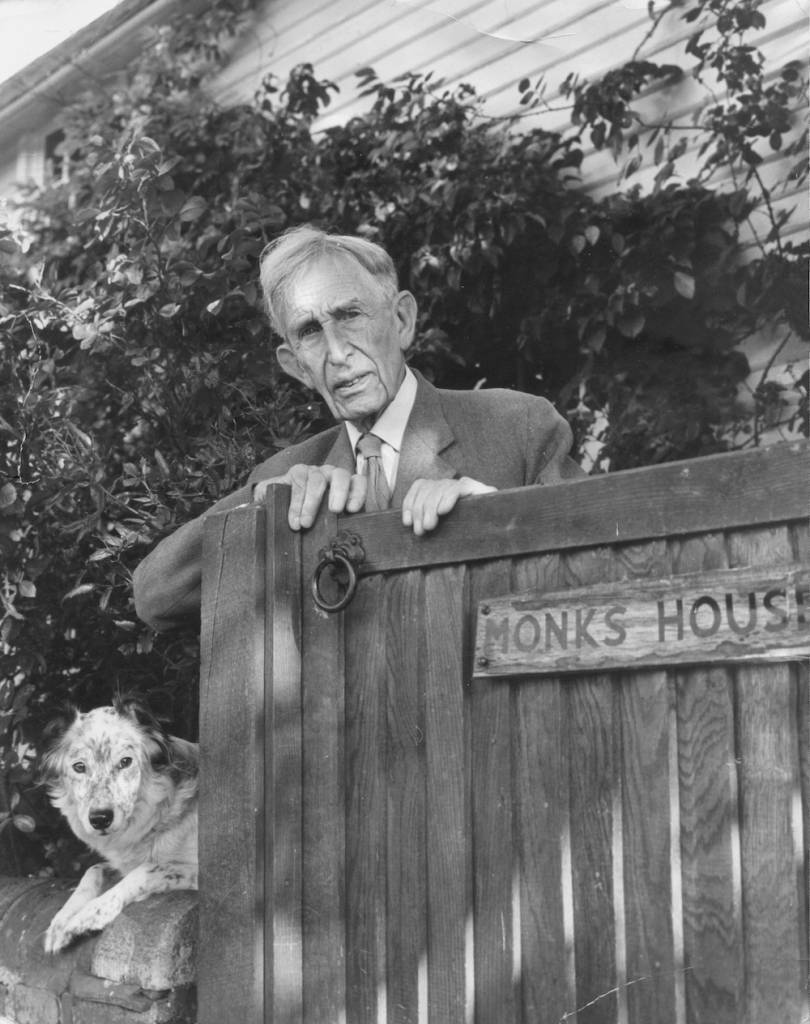 Writer Leonard Sidney Woolf (1880-1969) at Monk's House, Rodmell, East Sussex, circa 1950. (Photo by Hulton Archive/Getty Images)