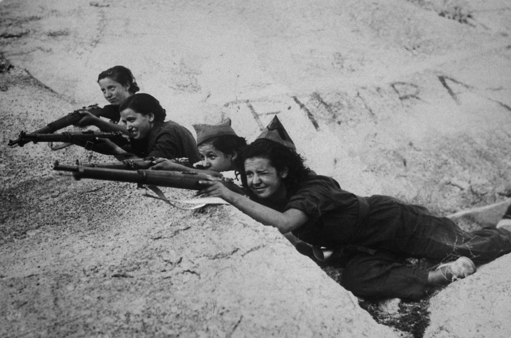 Girl snipers, fighting for the government, during the Spanish Civil War. (Photo by Keystone/Getty Images)