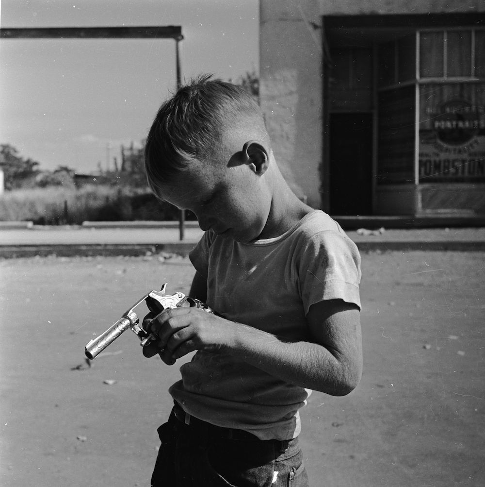 November 1950: A young boy plays at western-style gunfighting at the Helldorado in Tombstone, Arizona. (Photo by Doreen Spooner/Keystone Features/Getty Images)