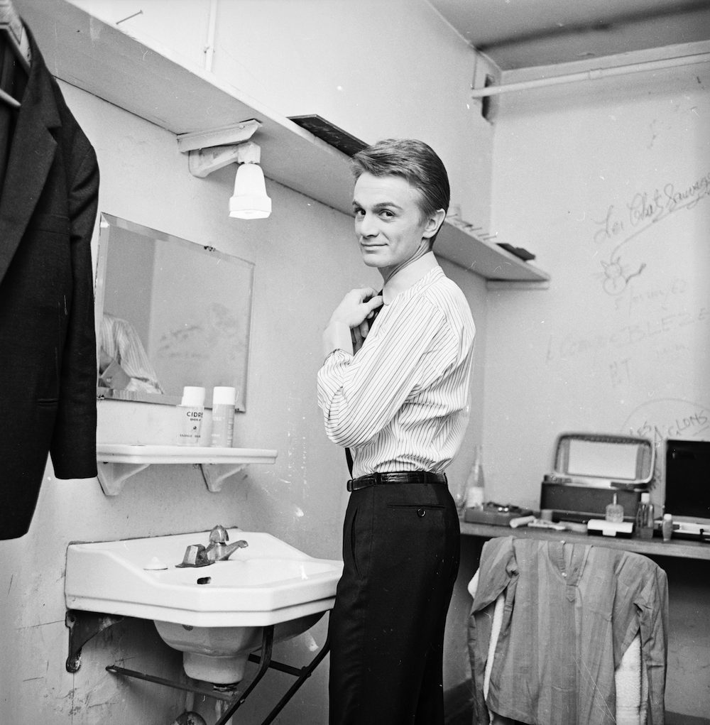 18th November 1963: French pop singer Claude Francois in his dressing room. His song 'Comme d'Habitude' was later translated into English as 'My Way'. (Photo by R. McPhedran/Express/Getty Images)