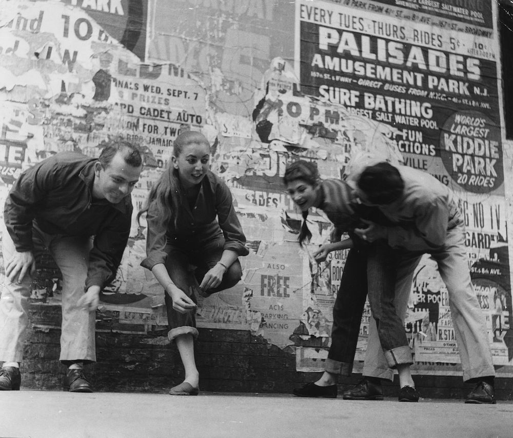 circa 1955: A gang of teenagers hang out in the streets of America. (Photo by Three Lions/Getty Images)