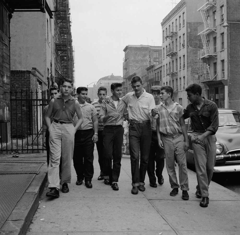 circa 1955: A teenage gang walking along street in New York City. (Photo by Carl Purcell/Three Lions/Getty Images)