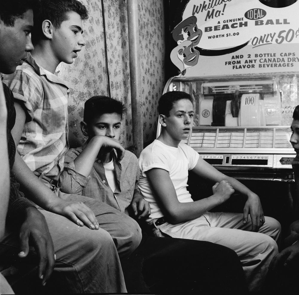 circa 1955: A teenage street gang hanging out in their local candy store in New York City. (Photo by Carl Purcell/Three Lions/Getty Images)