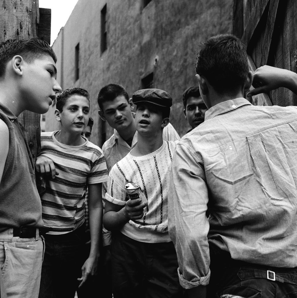 circa 1955: A teenage street gang brag about their exploits to a potential new recruit in New York City. (Photo by Carl Purcell/Three Lions/Getty Images)
