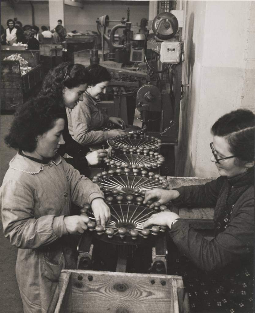 Manufacturing vegetable mills, Factory Moulinex, Alençon 1950