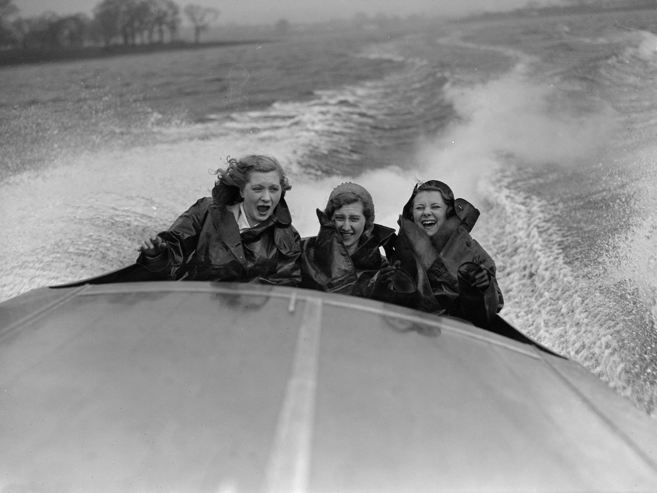 March 1931: British Aviatrix Amy Johnson (1903 - 1941) and British actress Anna Neagle (1904 - 1986) at the opening of the speedboat season. (Photo by Fox Photos/Getty Images)