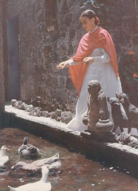 Frida Kahlo in the garden of La Casa Azul. 1948 / 1949