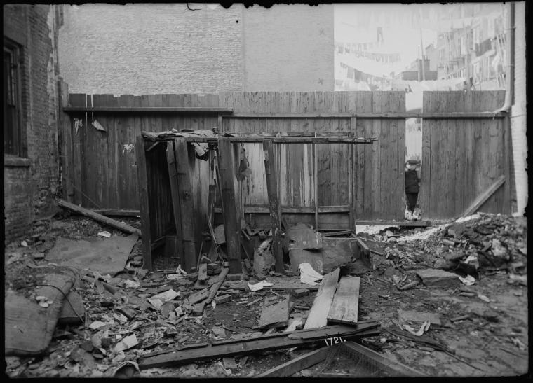 Dilapidated outhouses (1904).
