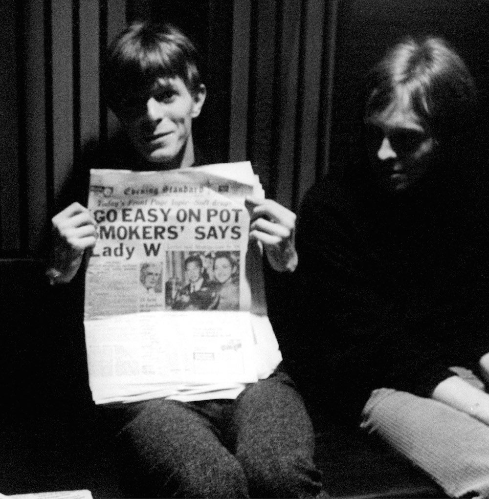 Mandatory Credit: Photo by Ray Stevenson/REX/Shutterstock (563063b) David Bowie and John Hutchinson David Bowie and Feathers at Trident Studios, London, Britain - 1969