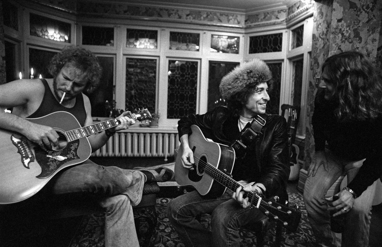 Bob Dylan in fur hat at Gordon Lightfoot's house in Toronto, with Gordon Lightfoot (left) and Roger McGuinn (right)