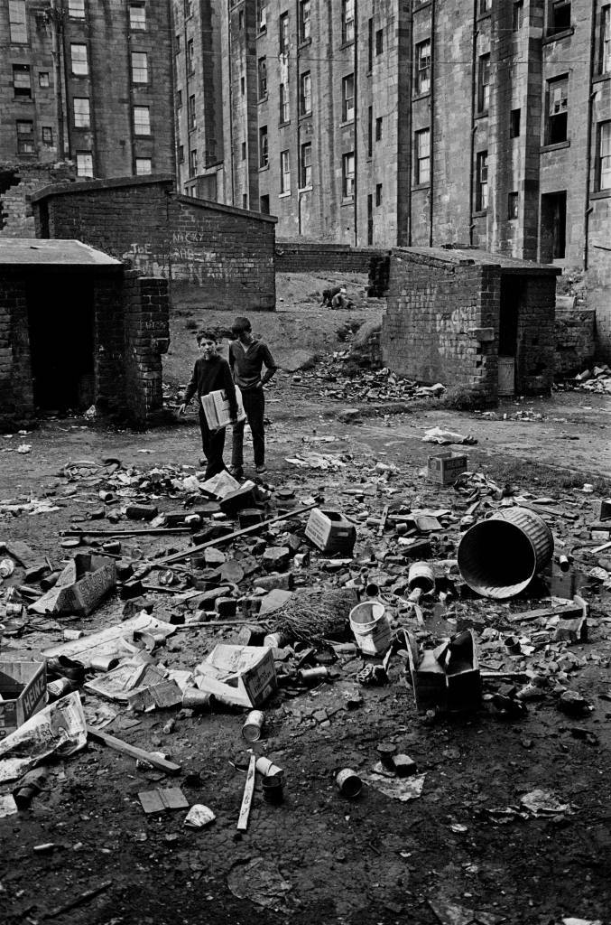 Boys delivering newspapers Maryhill tenement back 1971