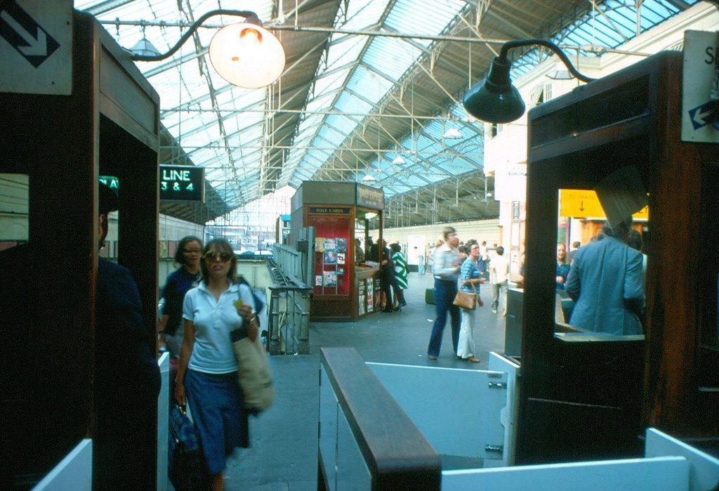 Earls Court Station in 1976 KH