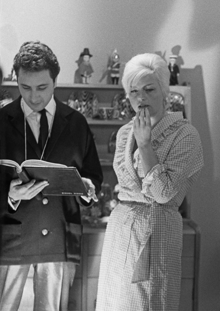 Michael Winner (1935 - 2013) directs English actress Diana Dors (1931 - 1984) in a bedroom scene for the crime drama 'West 11', London, 28th January 1963. (Photo by Norman Potter/Daily Express/Hulton Archive/Getty Images)