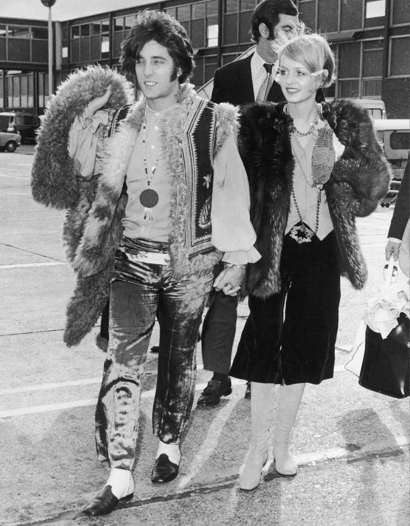 British fashion model Twiggy and her partner and manager Justin de Villeneuve board an aircraft at Heathrow, en route to Japan, 17th October 1967. (Photo by Ted West/Central Press/Hulton Archive/Getty Images)