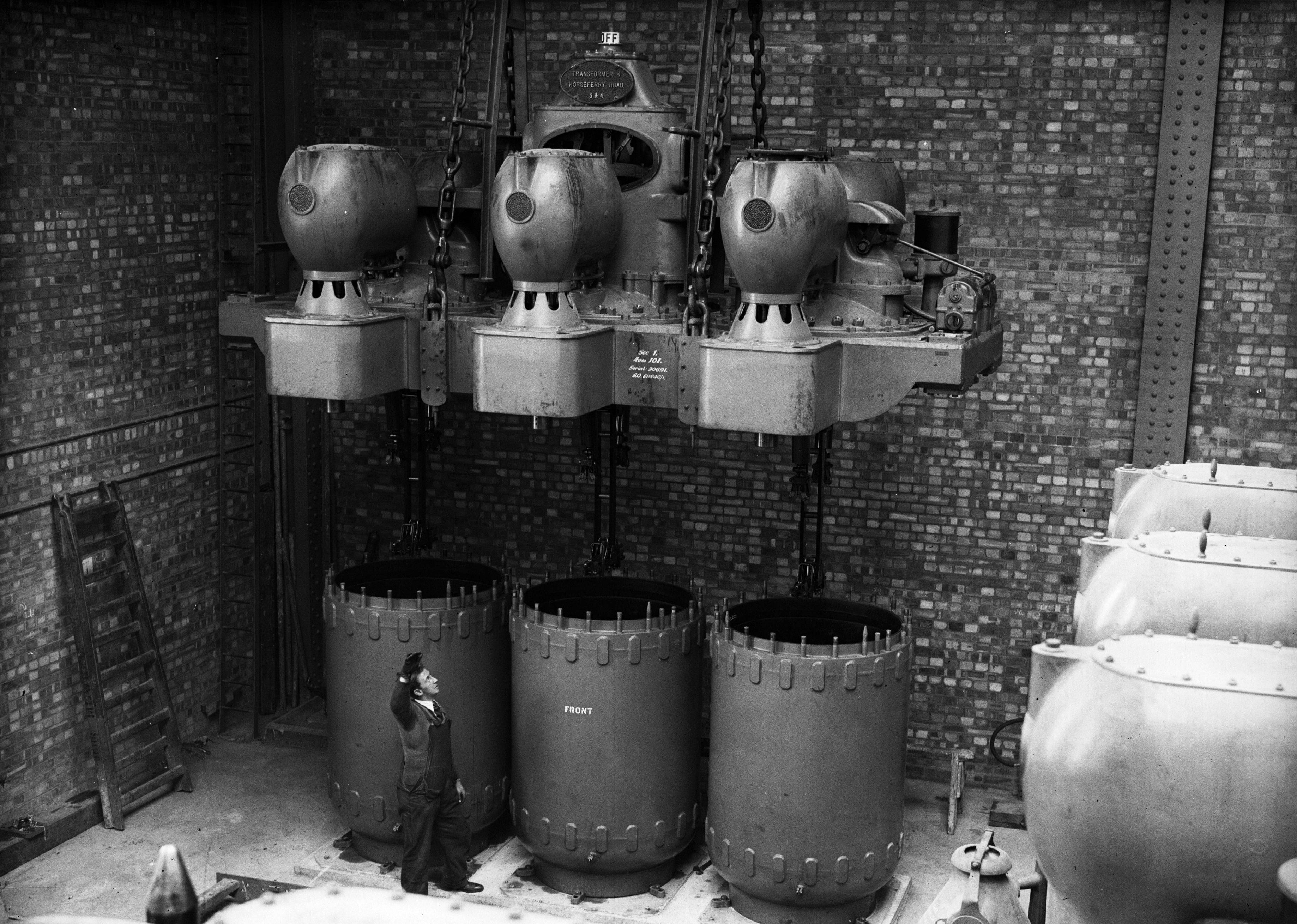28th April 1932: A 15,500 volt circuit breaker at Battersea Power station, London being
