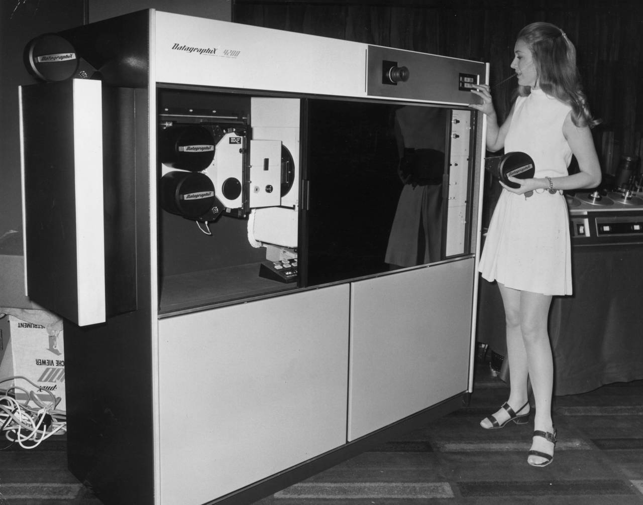 7th September 1971:  British model Jackie Perrin demonstrates the Datagraphix 4200 micromation on-line microfilmer at the Mount Royal Hotel in London. The computer costs ?24,000 and it precludes the use of one of the growing number of bureaux facilities.  (Photo by Mike Lawn/Fox Photos/Getty Images)