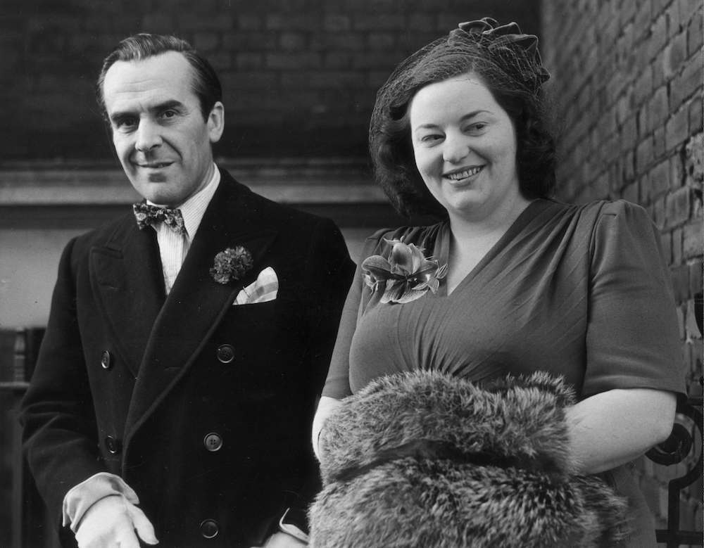 10th November 1949: Actor John Le Mesurier (1912 - 1983) and actress Hattie Jacques (1924 - 1980) leaving the registry office, Kensington, London, after their wedding ceremony. (Photo by George W. Hales/Fox Photos/Getty Images)